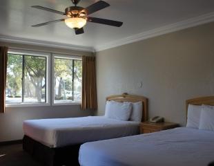 Standard 2 Queen Room